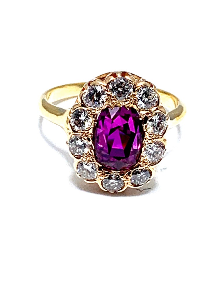 3.21 Carat Purplish Pink Sapphire and Round Brilliant Diamond Yellow Gold Ring For Sale 2