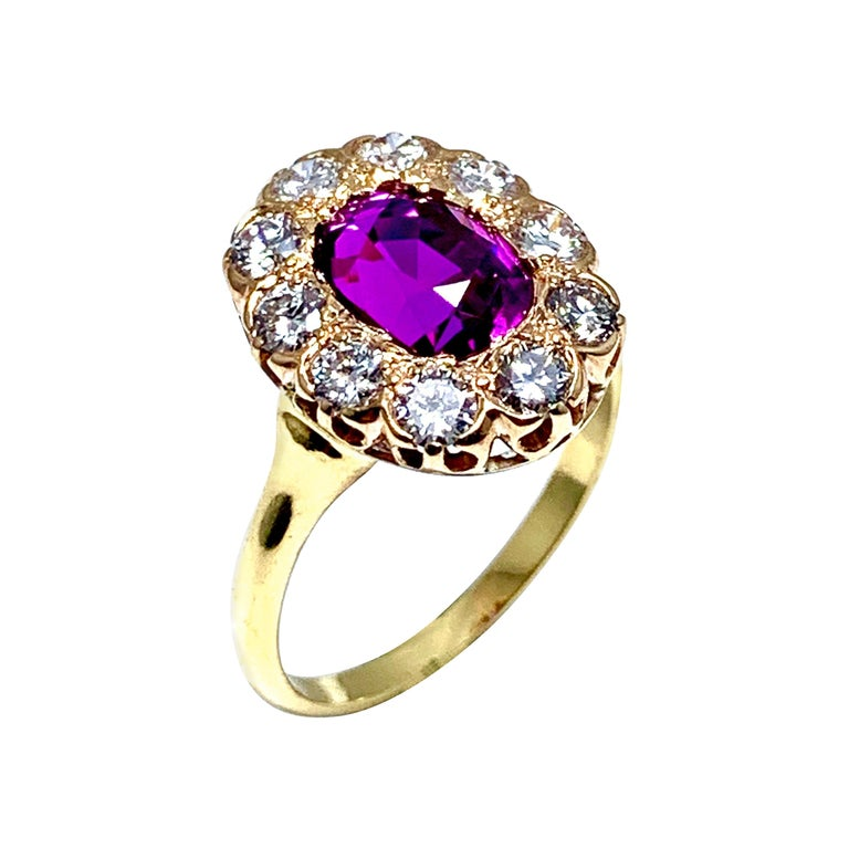 3.21 Carat Purplish Pink Sapphire and Round Brilliant Diamond Yellow Gold Ring For Sale