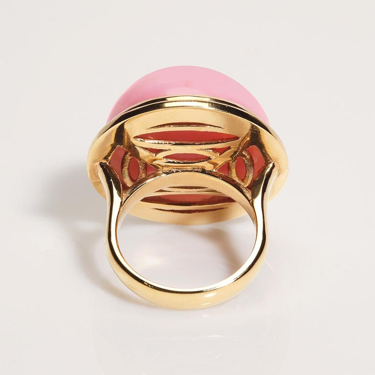 Contemporary 32.10 Carat Peruvian Pink Opal Cabochon 18 Karat Yellow Gold One of a Kind Ring For Sale