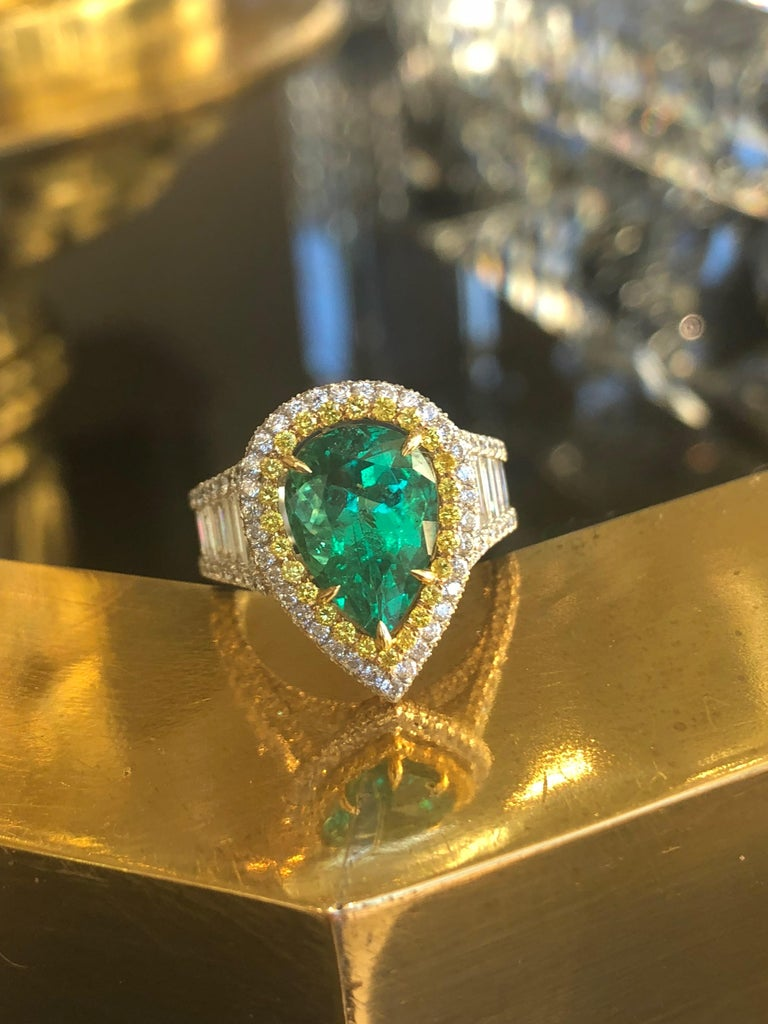 3.25 Carat Emerald and Diamond Engagement Ring For Sale 1