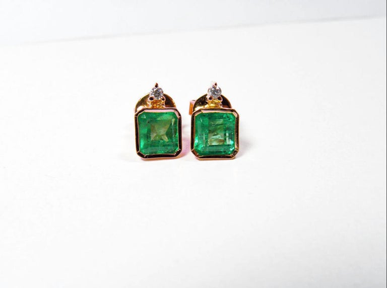 Contemporary 3.26 Carat Natural Green Colombian Emerald Stud Earrings 18 Karat Rose Gold For Sale