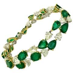 32.62 Carat Emerald and White Old Cut Diamond Gold Bracelet