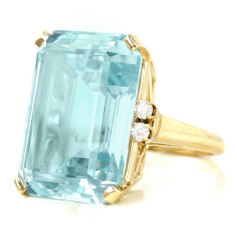 33 Carat Aquamarine and Diamond Set Gold Ring In Excellent Condition For Sale In Litchfield, CT