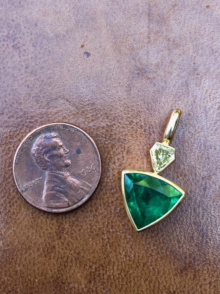 3.3 Carat Colombian Muzo Emerald and Fancy Yellow Diamond Pendant In New Condition For Sale In Berkeley, CA