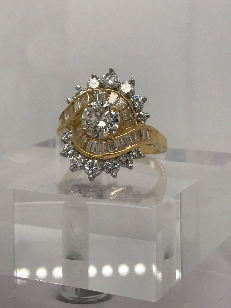 3.30 Carat Total Weight Diamond Fashion Ring in 18 Karat Yellow Gold In Excellent Condition For Sale In New Orleans, LA