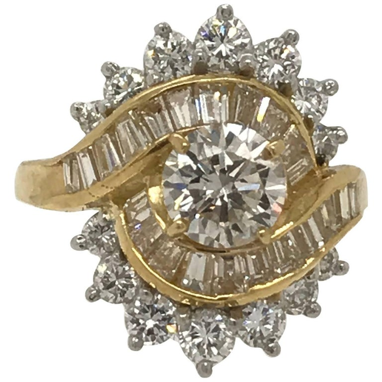 3.30 Carat Total Weight Diamond Fashion Ring in 18 Karat Yellow Gold For Sale