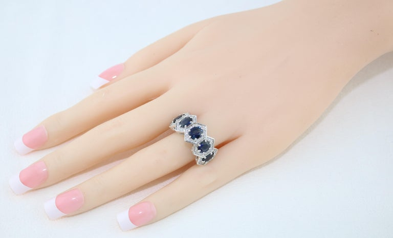 3.33 Carat Five-Stone Hexagon Blue Sapphire Diamond Gold Band Ring In New Condition For Sale In New York, NY
