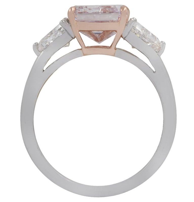 Modern Vivid Diamonds 3.34 Carat Fancy Pinkish Purple Diamond Ring For Sale