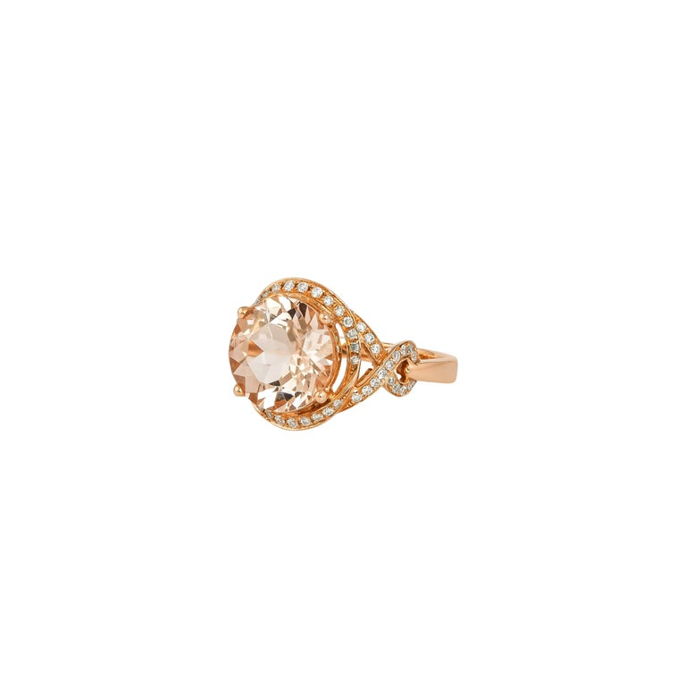 Contemporary 3.34 Carat Morganite and Diamond Ring in 18 Karat Rose Gold For Sale