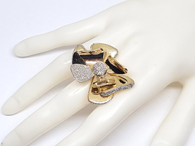 3.40 Carat Yellow White Gold Diamond Flower Ring For Sale 5