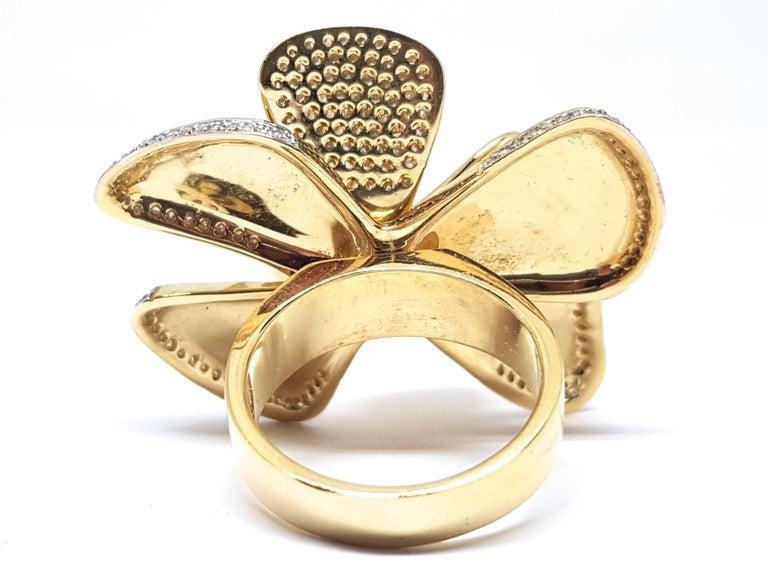 Women's 3.40 Carat Yellow White Gold Diamond Flower Ring For Sale