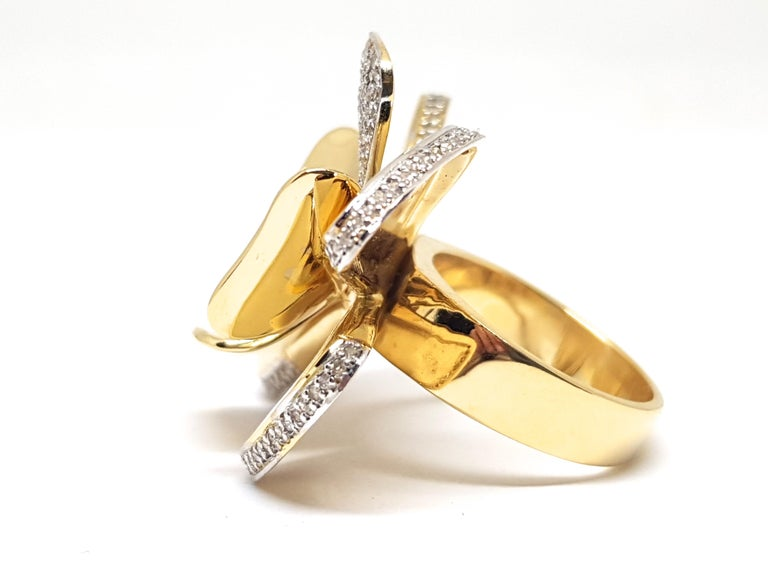 3.40 Carat Yellow White Gold Diamond Flower Ring For Sale 2