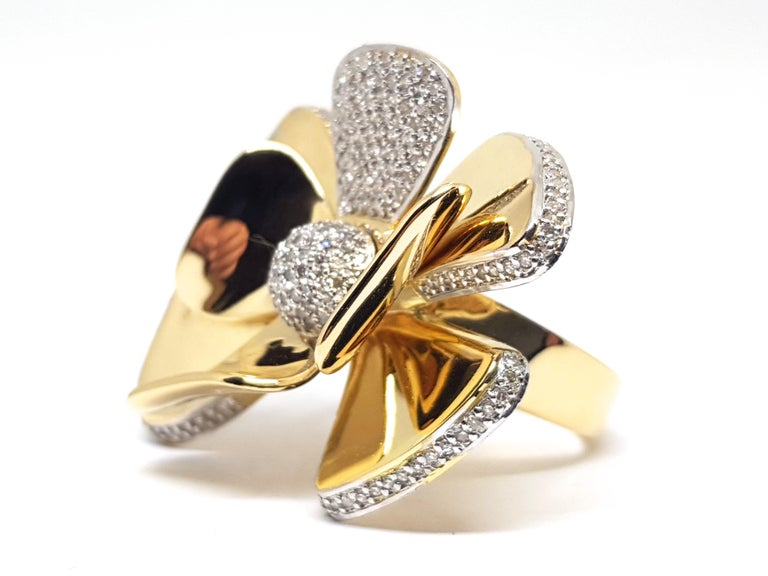 3.40 Carat Yellow White Gold Diamond Flower Ring For Sale 3