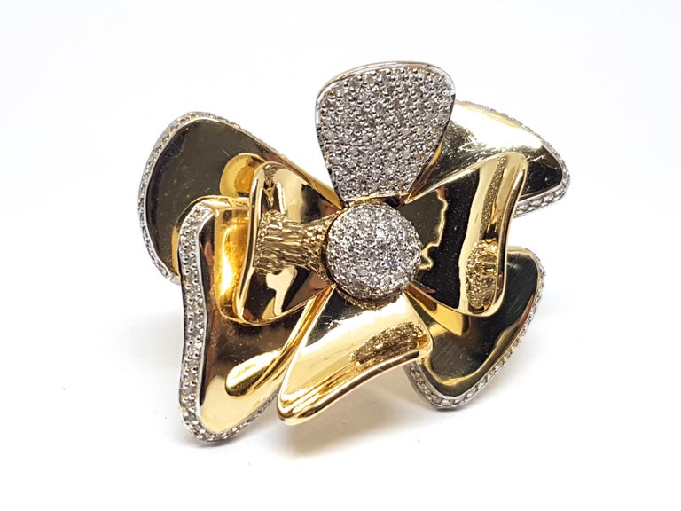 3.40 Carat Yellow White Gold Diamond Flower Ring For Sale 4