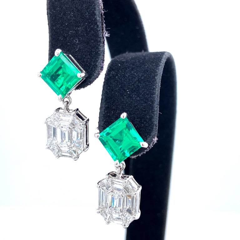 3.45 Carat Emerald and White Diamond Gold Earrings In New Condition For Sale In Admiralty, HK