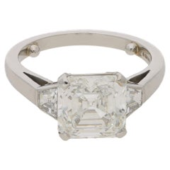Asscher Cut Diamond Engagement Ring Set in Platinum