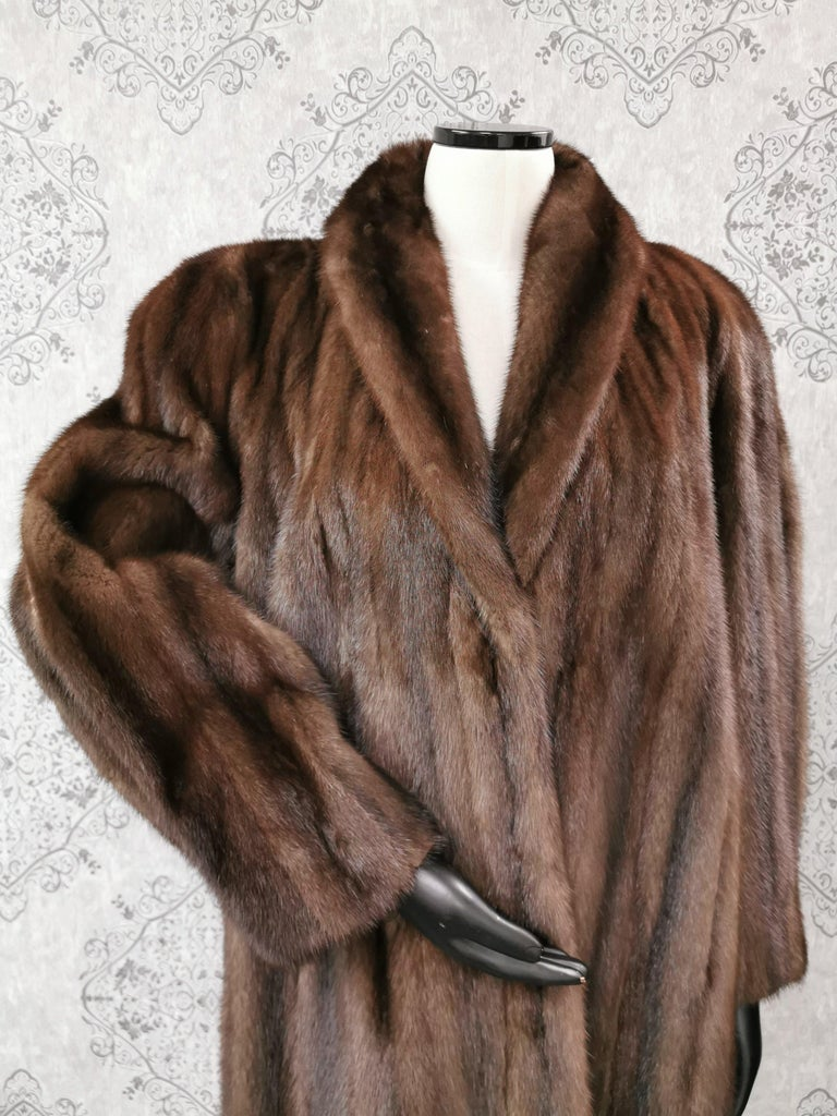 Donna Karan New York for Berger Christensen Demi-Buff Mink Fur Coat in excellent condition (Size 16-18 Large)  Elegant portrait collar with straight sleeves and European German clasps for closure, two spacious slit  side pockets and a matching color