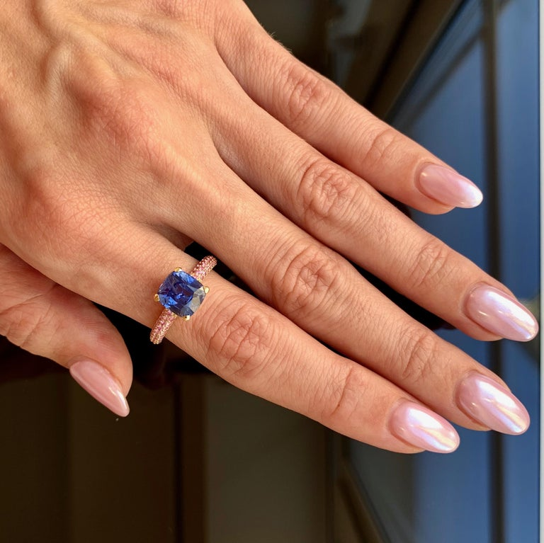 Cushion Cut 3.5 Carat Natural Cornflower Blue Sapphire Pink Sapphires 18 Karat Gold Ring For Sale