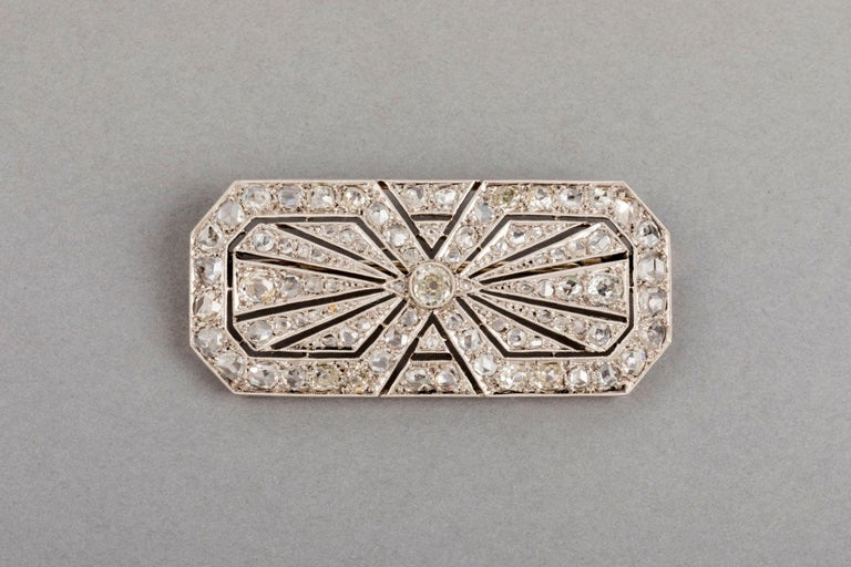 3.5 Carats French Art Deco Diamond Brooch    Very beautiful Diamond Brooch, made in France circa 1920.  The design is elegant. She make some effect. Minimum 3.5 carats, maybe 4. Made in Gold Platinum and quality diamonds. The diamonds cut is Old