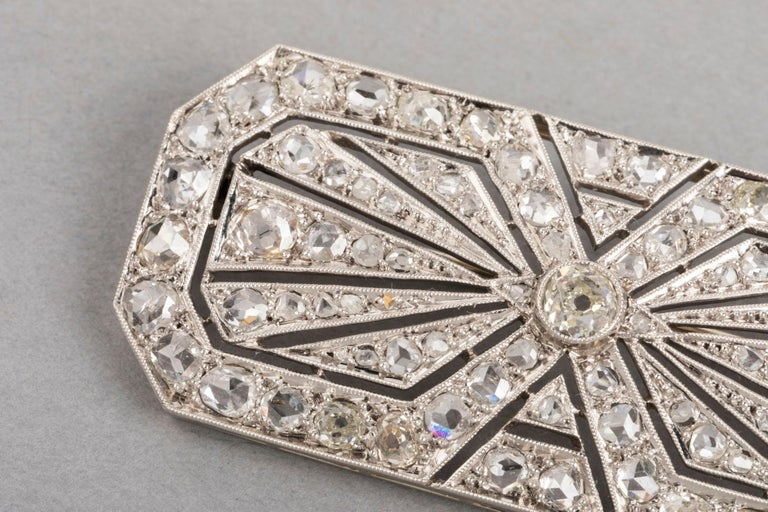 3.5 Carat Gold Platinum and Diamonds French Art Deco Brooch In Good Condition For Sale In Saint-Ouen, FR