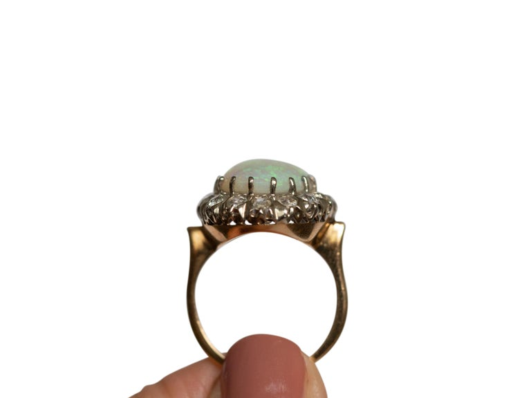 3.50 Carat Opal Yellow Gold and White Gold Prongs In Good Condition For Sale In Hicksville, NY