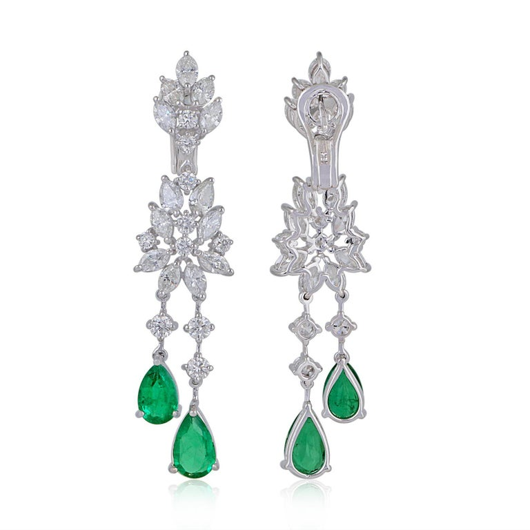 Mixed Cut 35.40 Carats Diamond Emerald 18 Karat White Gold Earrings Necklace Ring Set For Sale