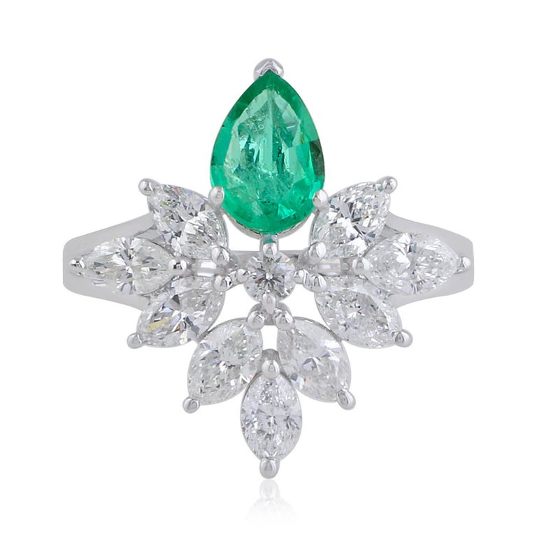 35.40 Carats Diamond Emerald 18 Karat White Gold Earrings Necklace Ring Set In New Condition For Sale In Hoffman Estate, IL