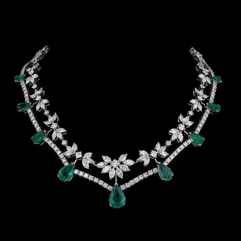 Women's 35.40 Carats Diamond Emerald 18 Karat White Gold Earrings Necklace Ring Set For Sale