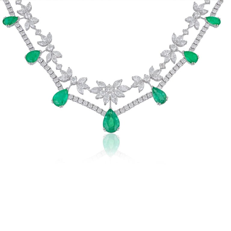 35.40 Carats Diamond Emerald 18 Karat White Gold Earrings Necklace Ring Set For Sale 1