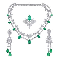 35.40 Carats Diamond Emerald 18 Karat White Gold Earrings Necklace Ring Set