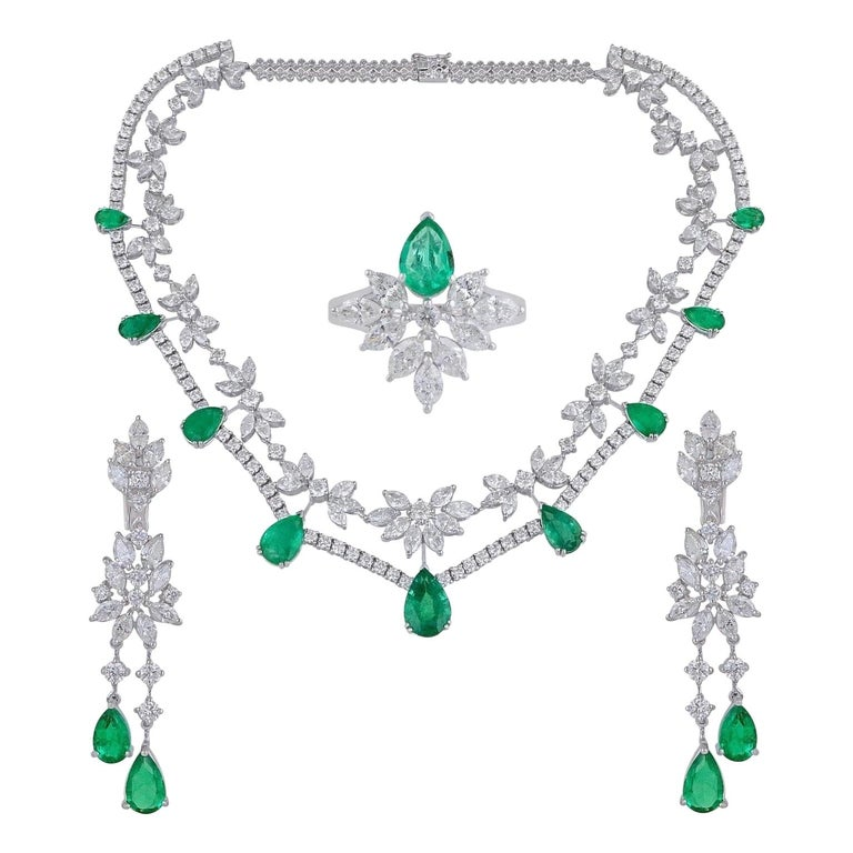 35.40 Carats Diamond Emerald 18 Karat White Gold Earrings Necklace Ring Set For Sale