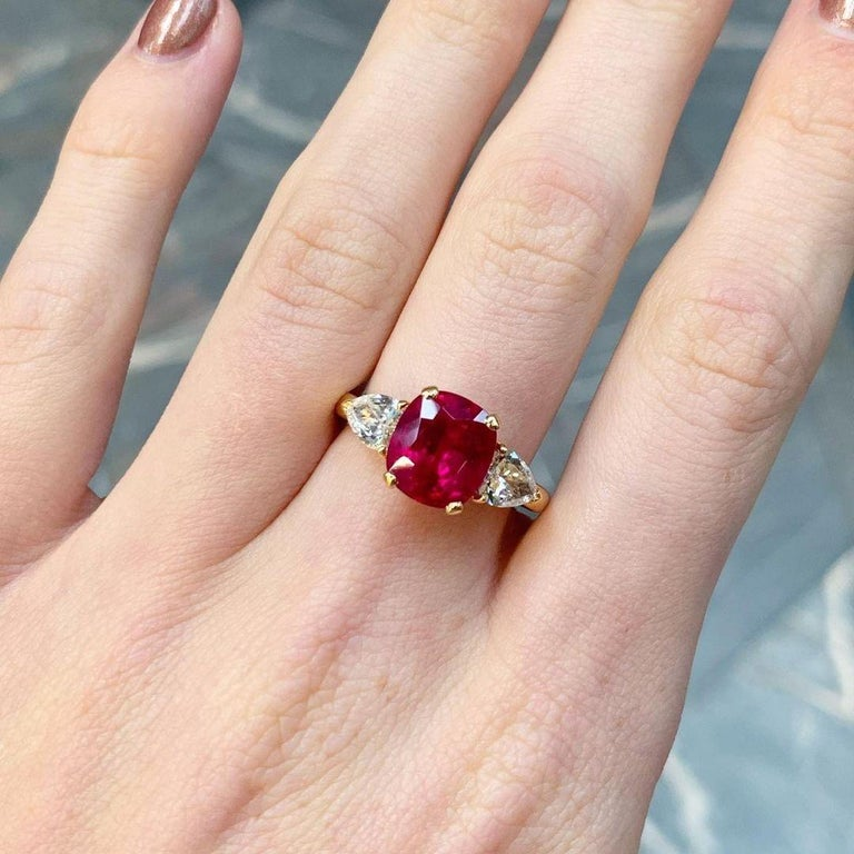 3.58 Carat Burmese Red Ruby and Diamond Ring Set in 18 Karat Yellow Gold For Sale 1