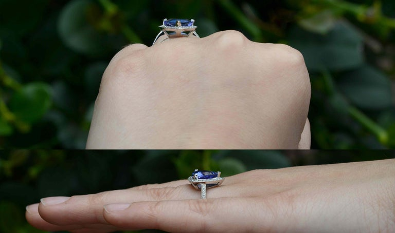 Art Deco 3.60 Carat Tanzanite Triangle Deco Engagement Cocktail Ring Certified For Sale