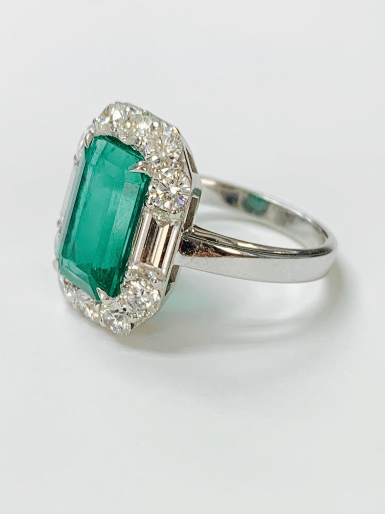 3.63 Carat Columbian Emerald and Diamond Ring in 18K White Gold In New Condition For Sale In New York, NY