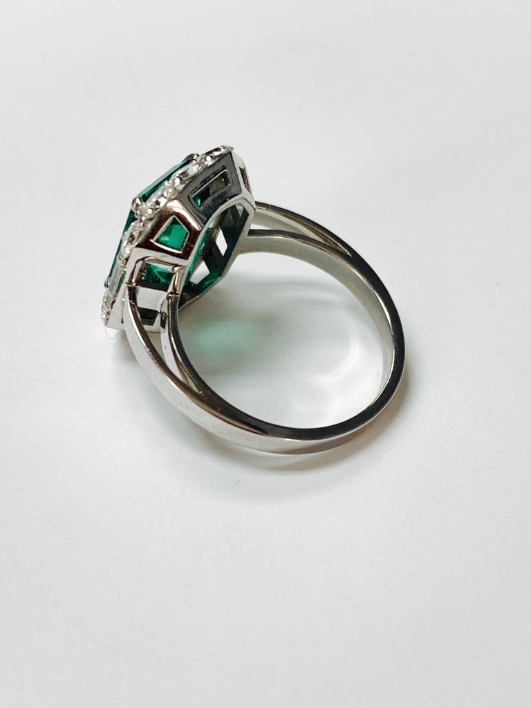 3.63 Carat Columbian Emerald and Diamond Ring in 18K White Gold For Sale 1
