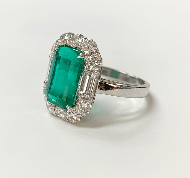 3.63 Carat Columbian Emerald and Diamond Ring in 18K White Gold For Sale 2