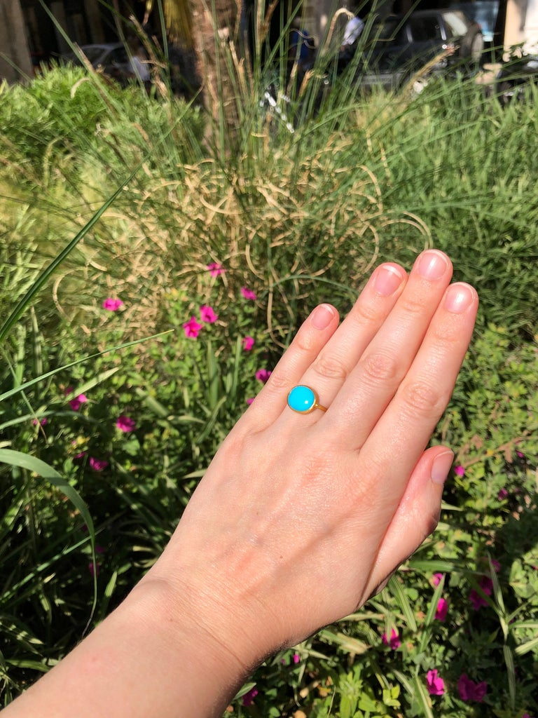 3.65 Carats Turquoise Cabochon 22 Karat Gold Ring For Sale 4