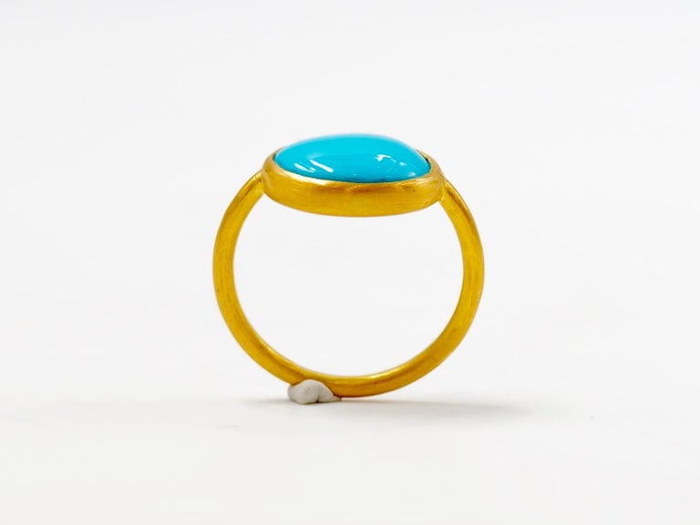 3.65 Carats Turquoise Cabochon 22 Karat Gold Ring In New Condition For Sale In Paris, Paris