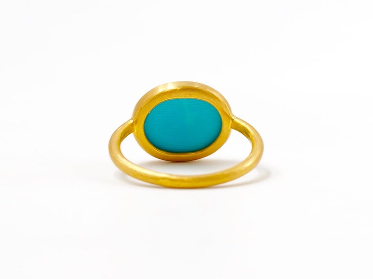 Women's or Men's 3.65 Carats Turquoise Cabochon 22 Karat Gold Ring For Sale