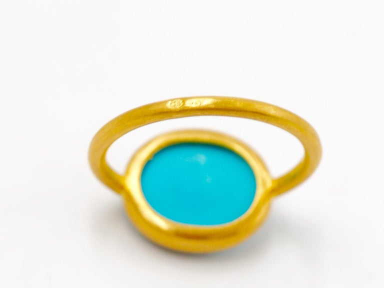 3.65 Carats Turquoise Cabochon 22 Karat Gold Ring For Sale 1