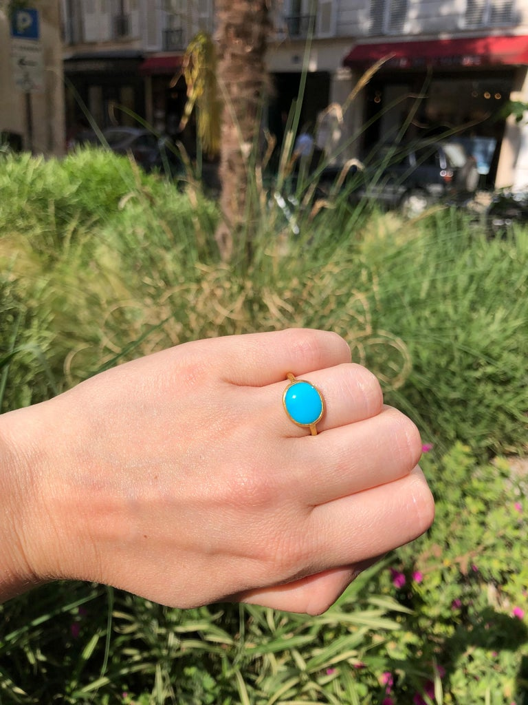 3.65 Carats Turquoise Cabochon 22 Karat Gold Ring For Sale 2