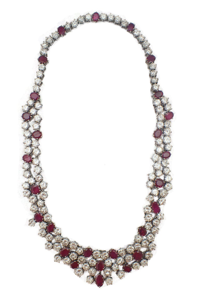 37 Carat Ruby and Diamond Necklace in Platinum In Excellent Condition For Sale In New York, NY