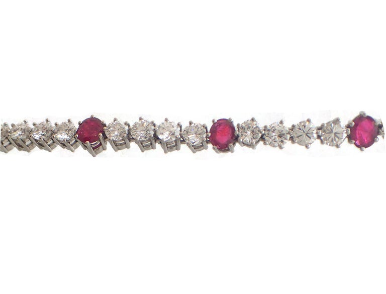 37 Carat Ruby and Diamond Necklace in Platinum For Sale 3