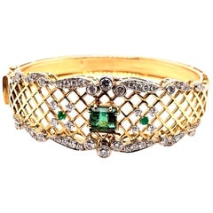 3.70 Carat Retro Gold Bangle Natural Green Emerald & Diamond Bracelet circa 1970