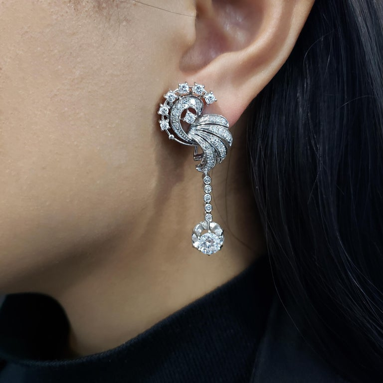 3.75 Carat Round Diamond Dangle Earrings in 18 Karat White Gold In Excellent Condition For Sale In New York, NY