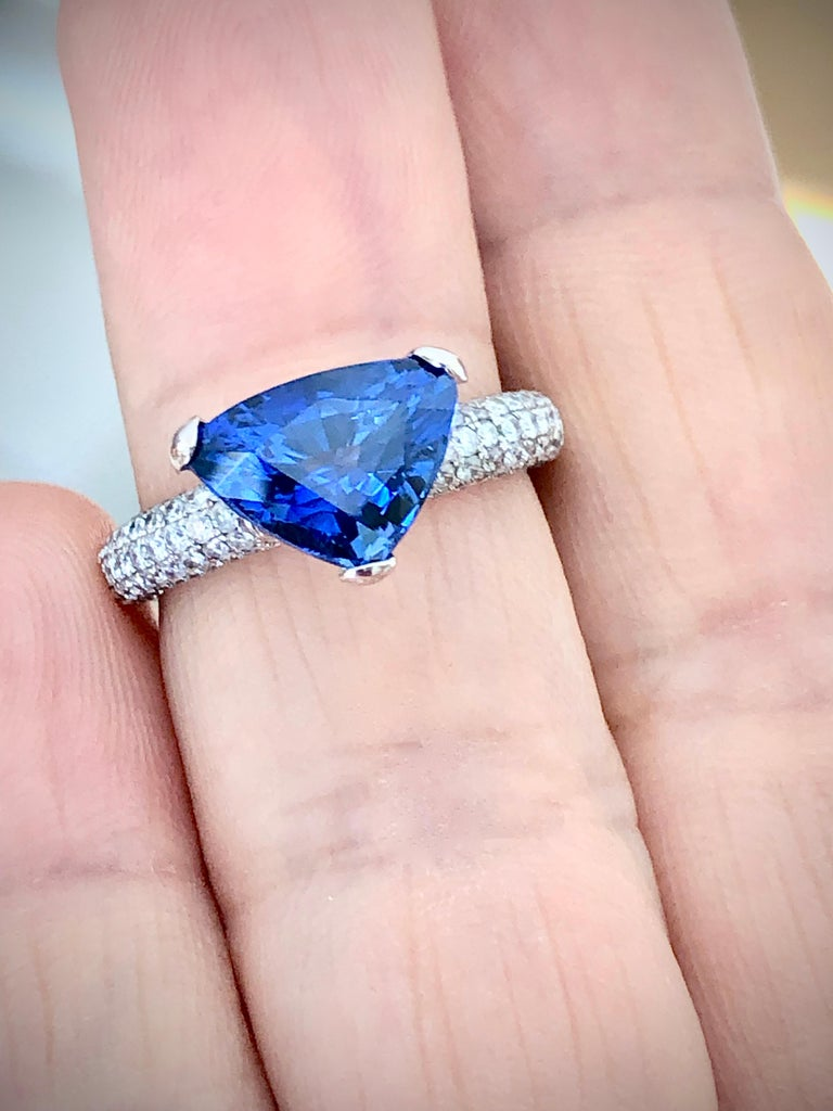 3.76 Carat Sapphire Diamond Engagement Ring 18 Karat White Gold In Good Condition For Sale In Brunswick, ME