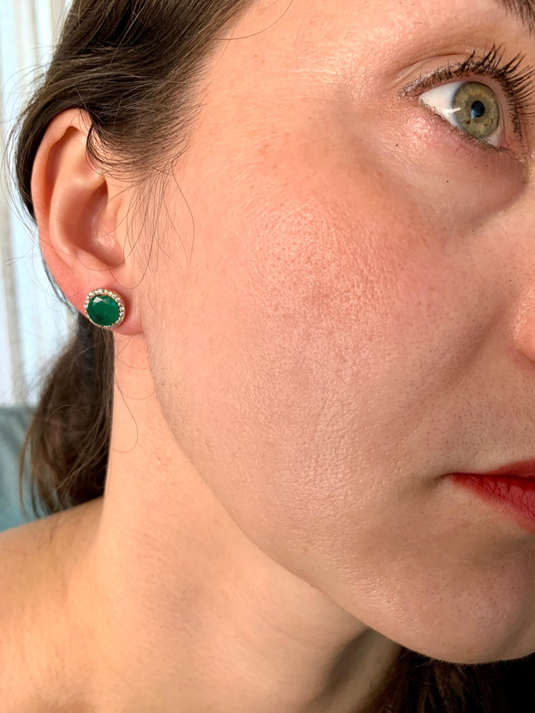 3.8 Carat Round Emerald and Diamond Stud Earrings 18 Karat Pink Gold For Sale 3