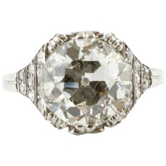 3.85 Carat, Central Diamond, Platinum Fashion Style Retrò Ring