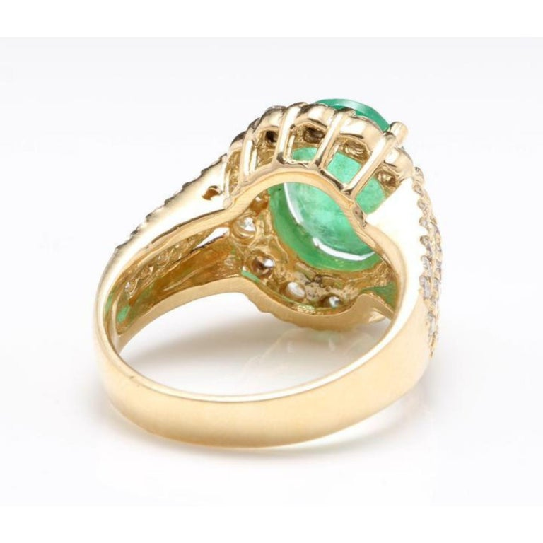 3.88 Carat Natural Emerald and Diamond 14 Karat Solid Yellow Gold Ring In New Condition For Sale In Los Angeles, CA