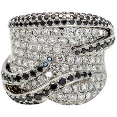 3.92 Carat 18 Karat Gold Black and White Diamond Band Ring